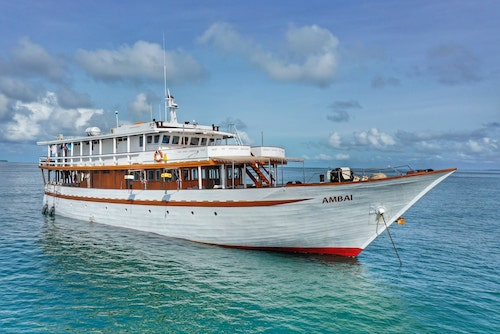 Triton Bay liveaboard, triton bay diving, Raja ampat liveaboard diving, croisière plongée Triton bay, Tauchereisen Indonesia, Best Banda Sea liveaboard, best raja ampat liveaboard reviews, best indonesia liveaboard reviews